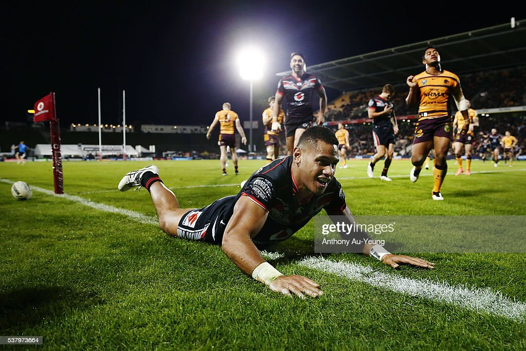 David Fusitu'a of the Warriors scores a try during the round 13 NRL match between the New Zealand Warriors and the Brisbane Broncos at Mt Smart Stadium on June 4, 2016 in Auckland, New Zealand.