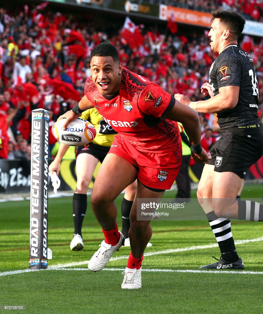 David Fusitua scores a try for Tonga during the 2017 Rugby League World Cup match between the New Zealand Kiwis and Tonga at Waikato Stadium on November 11, 2017 in Hamilton, New Zealand.