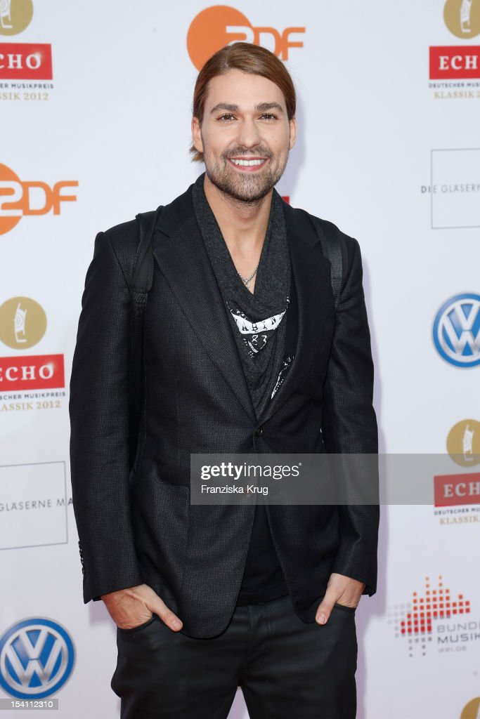 <a gi-track='captionPersonalityLinkClicked' href=/galleries/search?phrase=David+Garrett&family=editorial&specificpeople=4603343 ng-click='$event.stopPropagation()'>David Garrett</a> arrives at the Echo Klassik 2012 award ceremony at Konzerthaus Berlin on October 14, 2012 in Berlin, Germany.
