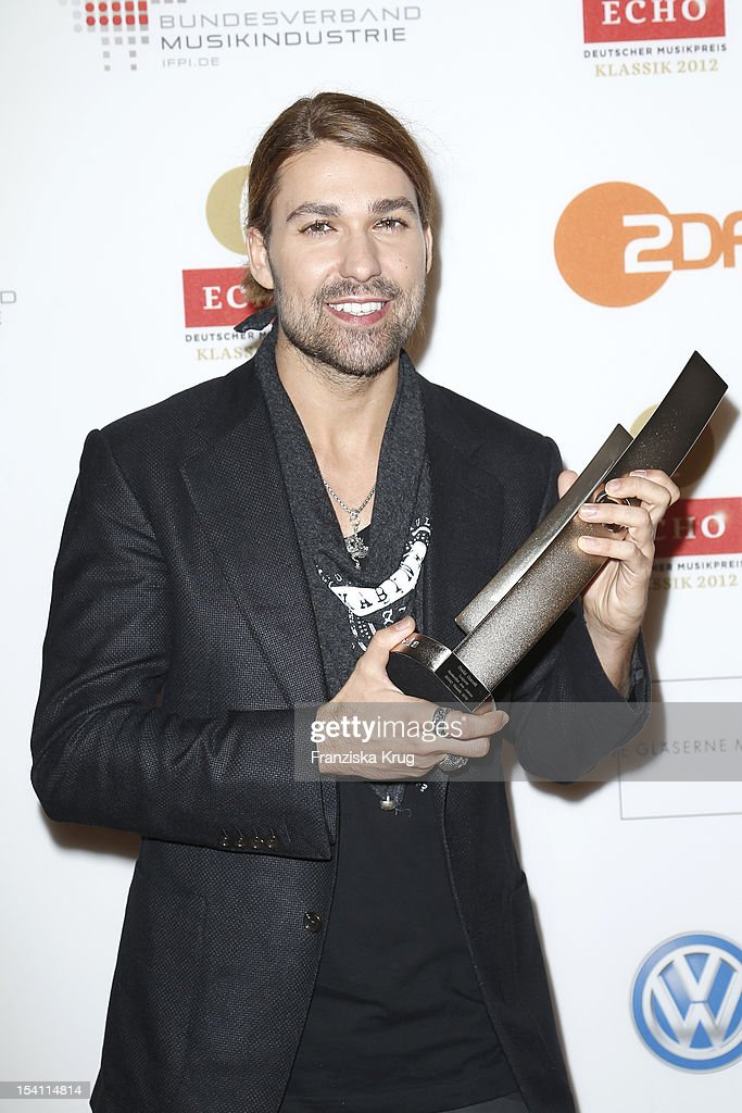 <a gi-track='captionPersonalityLinkClicked' href=/galleries/search?phrase=David+Garrett&family=editorial&specificpeople=4603343 ng-click='$event.stopPropagation()'>David Garrett</a> receives an award at the Echo Klassik 2012 award ceremony at Konzerthaus Berlin on October 14, 2012 in Berlin, Germany.