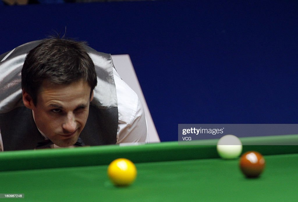 <a gi-track='captionPersonalityLinkClicked' href=/galleries/search?phrase=David+Gilbert+-+Snooker+Player&family=editorial&specificpeople=12759357 ng-click='$event.stopPropagation()'>David Gilbert</a> of England plays a shot in a match against Ding Junhui of China on day three of the 2013 World Snooker Shanghai Master at Shanghai Grand Stage on September 18, 2013 in Shanghai, China.