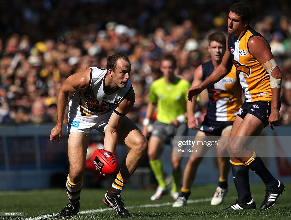 <a gi-track='captionPersonalityLinkClicked' href=/galleries/search?phrase=David+Hale+-+Australian+Rules+Footballer&family=editorial&specificpeople=15090028 ng-click='$event.stopPropagation()'>David Hale</a> of the Hawks looks to handball on the boundary during the round two AFL match between the West Coast Eagles and the Hawthorn Hawks at Patersons Stadium on April 7, 2013 in Perth, Australia.