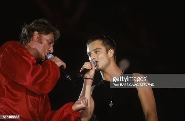 David Hallyday chante avec son pere Johhny Hallyday en concert au Parc des Princes a l'occasion de ses 50 ans le 18 juin 1993 a Paris France