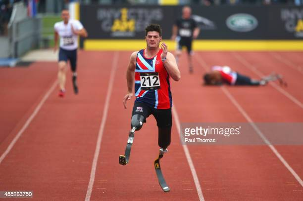 David Henson of Great Britain competes on the way to winning the gold medal in the 200m Men Ambulant IT2 final during day 1 of the Invictus Games...