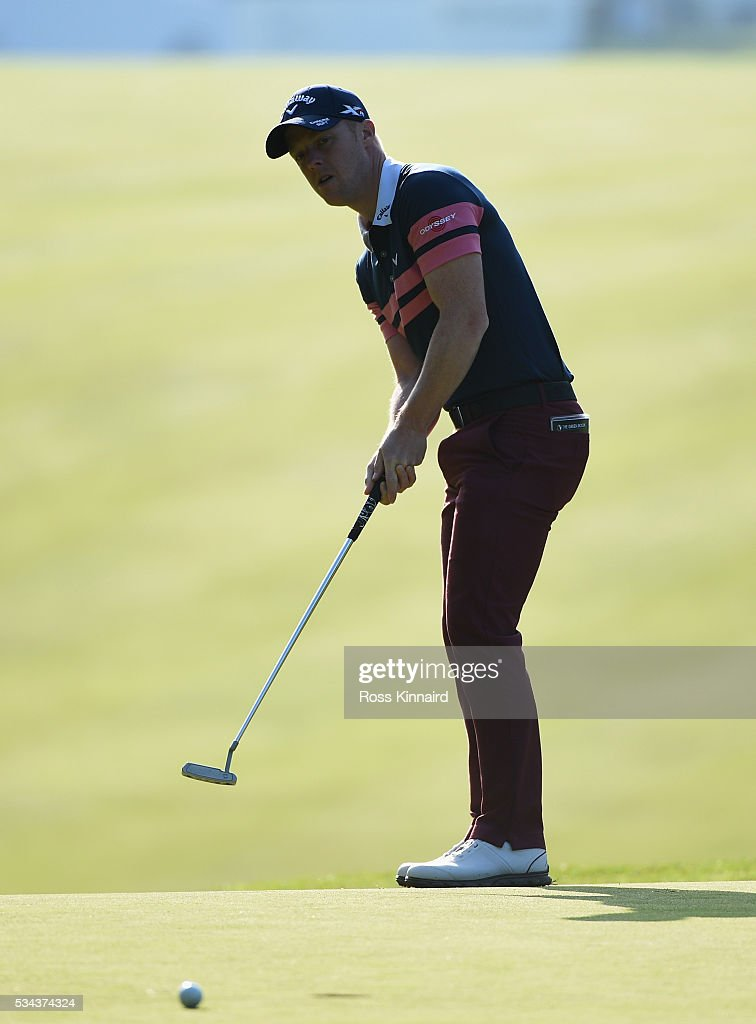 <a gi-track='captionPersonalityLinkClicked' href=/galleries/search?phrase=David+Horsey&family=editorial&specificpeople=776403 ng-click='$event.stopPropagation()'>David Horsey</a> of England putts on the 1st hole during day one of the BMW PGA Championship at Wentworth on May 26, 2016 in Virginia Water, England.