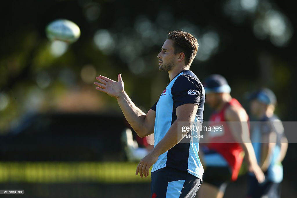 David Horwitz gives instructions to a team mate during a Waratahs Super Rugby training session at Kippax Lake on May 3, 2016 in Sydney, Australia.