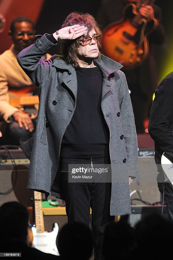 <a gi-track='captionPersonalityLinkClicked' href=/galleries/search?phrase=David+Johansen&family=editorial&specificpeople=214779 ng-click='$event.stopPropagation()'>David Johansen</a> performs on stage during Howlin For Hubert: A Concert to Benefit the Jazz Foundation of America at The Apollo Theater on February 24, 2012 in New York City.