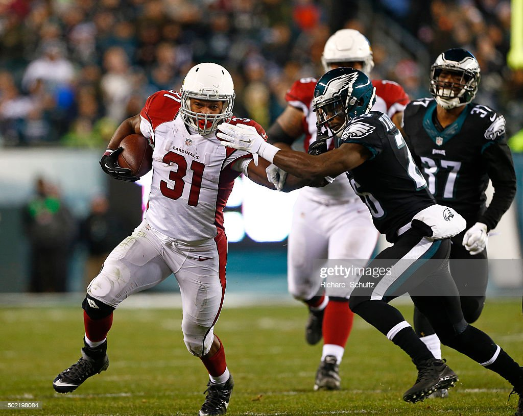 David Johnson #31 of the Arizona Cardinals runs the ball against Walter Thurmond #26 of the Philadelphia Eagles in the third quarter at Lincoln Financial Field on December 20, 2015 in Philadelphia, Pennsylvania.