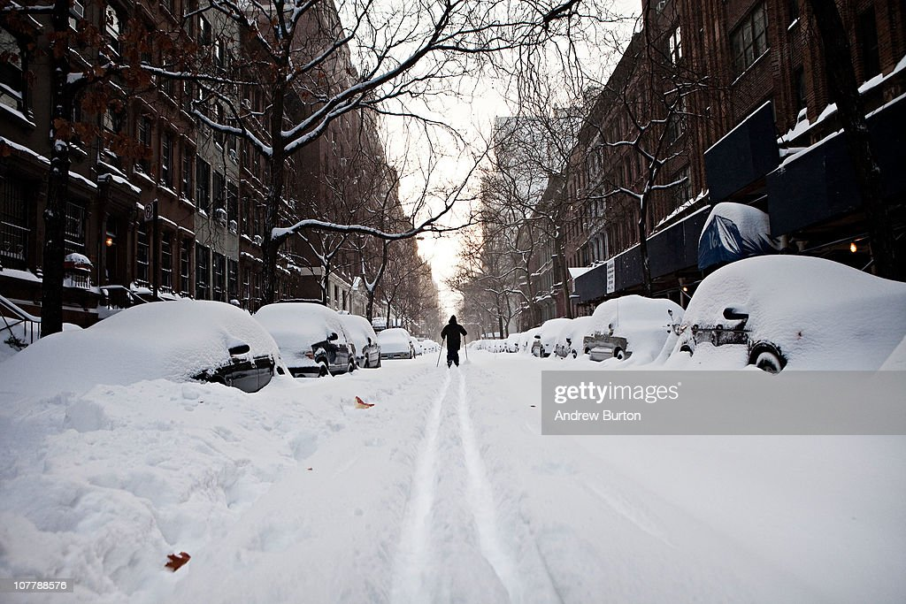 Us east coast begins to dig out after large blizzard for Traveling to new york in december