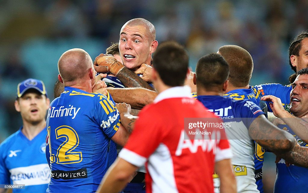 <a gi-track='captionPersonalityLinkClicked' href=/galleries/search?phrase=David+Klemmer&family=editorial&specificpeople=7865064 ng-click='$event.stopPropagation()'>David Klemmer</a> of the Bulldogs and <a gi-track='captionPersonalityLinkClicked' href=/galleries/search?phrase=Beau+Scott&family=editorial&specificpeople=625951 ng-click='$event.stopPropagation()'>Beau Scott</a> of the Eels have words during the round nine NRL match between the Parramatta Eels and the Canterbury Bulldogs at ANZ Stadium on April 29, 2016 in Sydney, Australia.