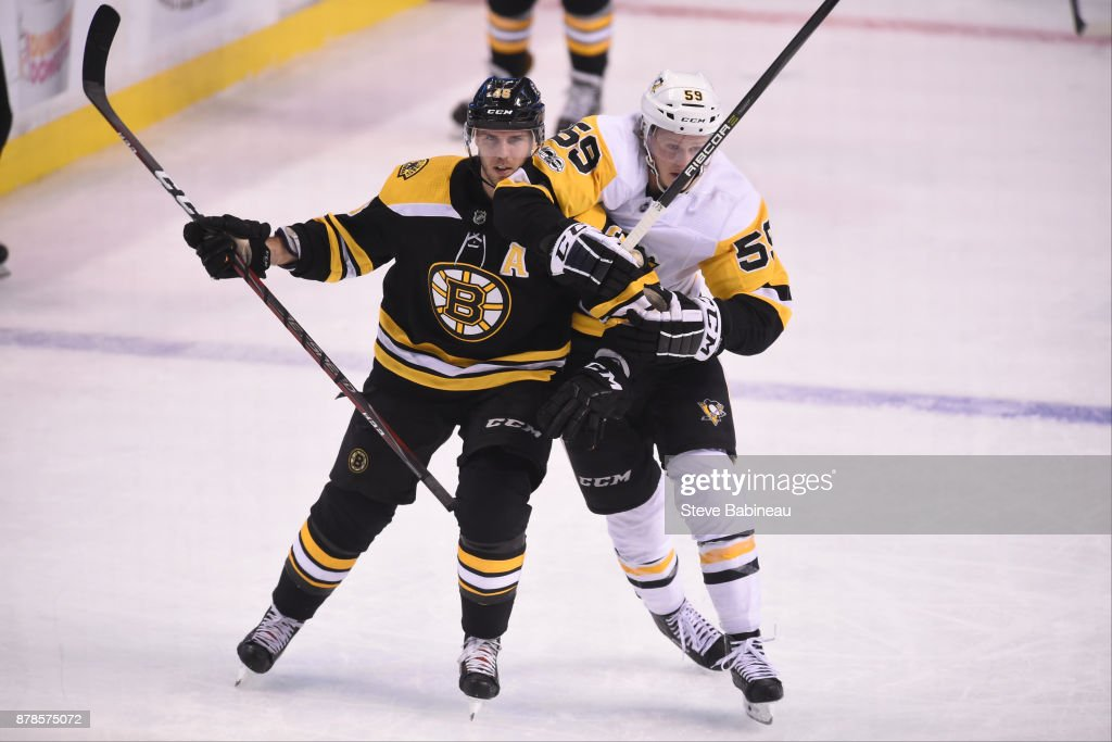 David Krejci #46 of the Boston Bruins skates against Jake Guentzel #59 of the Pittsburgh Penguins at the TD Garden on November 24, 2017 in Boston, Massachusetts.