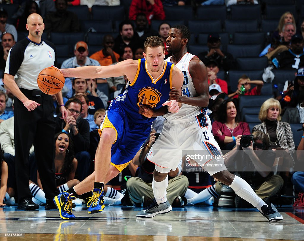 David Lee #10 of the Golden State Warriors drives against <a gi-track='captionPersonalityLinkClicked' href=/galleries/search?phrase=Michael+Kidd-Gilchrist&family=editorial&specificpeople=8526214 ng-click='$event.stopPropagation()'>Michael Kidd-Gilchrist</a> #14 of the Charlotte Bobcats at Time Warner Cable Arena on December 10, 2012 in Charlotte, North Carolina.