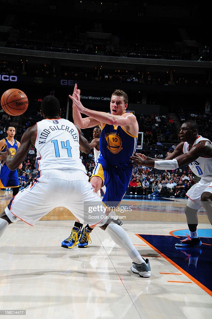 David Lee #10 of the Golden State Warriors passes the ball past <a gi-track='captionPersonalityLinkClicked' href=/galleries/search?phrase=Michael+Kidd-Gilchrist&family=editorial&specificpeople=8526214 ng-click='$event.stopPropagation()'>Michael Kidd-Gilchrist</a> #14 of the Charlotte Bobcats at Time Warner Cable Arena on December 10, 2012 in Charlotte, North Carolina.