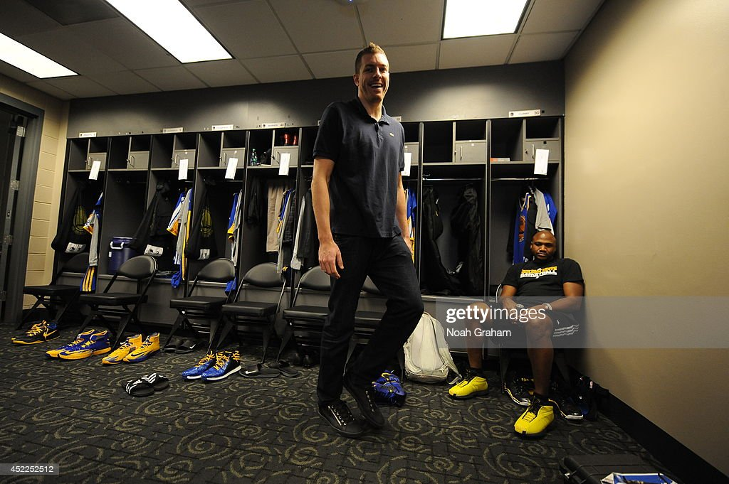 David Lee #10 of the Golden State Warriors smiles in the locker room before the game against the Los Angeles Clippers at STAPLES Center on March 12, 2014 in Los Angeles, California.