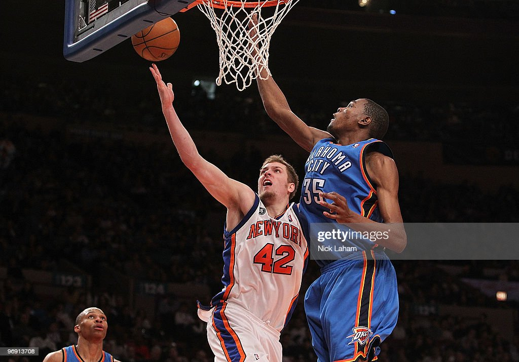 David Lee #42 of the New York Knicks lays the ball up against Kevin Durant #35 of the Oklahoma City Thunder at Madison Square Garden on February 20, 2010 in New York, New York.