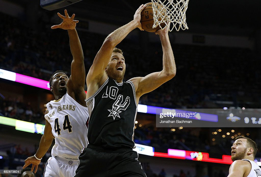 David Lee #10 of the San Antonio Spurs drives to the basket past Solomon Hill #44 of the New Orleans Pelicans during the first half of a game at the Smoothie King Center on January 27, 2017 in New Orleans, Louisiana.