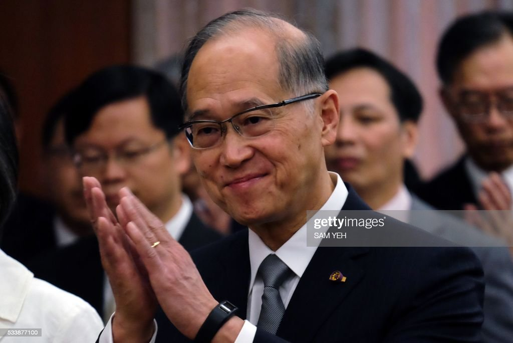 David Lee, Taiwan's newly appointed foreign minister, applauds during a reception at the Ministry of Foreign Affairs (MOFA) in Taipei on May 24, 2016. / AFP / SAM YEH