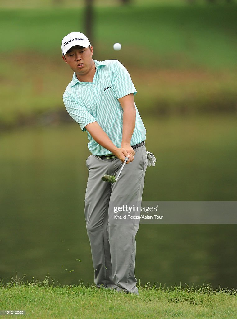 David Lipsky of USA chips during previews ahead of the Worldwide Holdings Selangor Masters at Kota Permai Golf and Country Club on September 4, 2012 in Shah Alam, Selangor, Malaysia.
