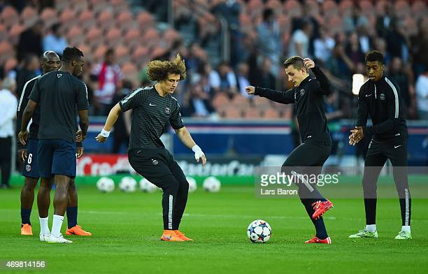 David Luiz of PSG warms up with team mates prior to the UEFA Champions League Quarter Final First Leg match between Paris SaintGermain and FC...