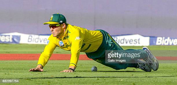 David Miller of South Africa misses a catch during the 2nd KFC T20 International match between South Africa and Sri Lanka at Bidvest Wanderers...