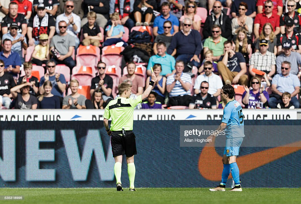 David Moberg Karlsson of FC Nordsjalland receives a yellow card from Referee Jorgen Daubjerg Burchardt the Danish Alka Superliga match between FC Midtjylland and FC Nordsjalland at MCH Arena on May 29, 2016 in Herning, Denmark.