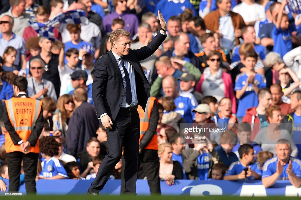 David Moyes manager of Everton waves to the travelling Everton fans at the final whistle in the Barclays Premier League match between Chelsea and Everton at Stamford Bridge on May 19, 2013 in London, England.