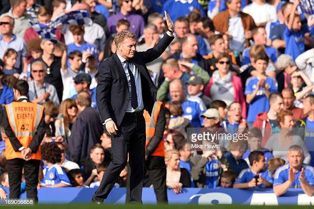 David Moyes manager of Everton waves to the travelling Everton fans at the final whistle in the Barclays Premier League match between Chelsea and...