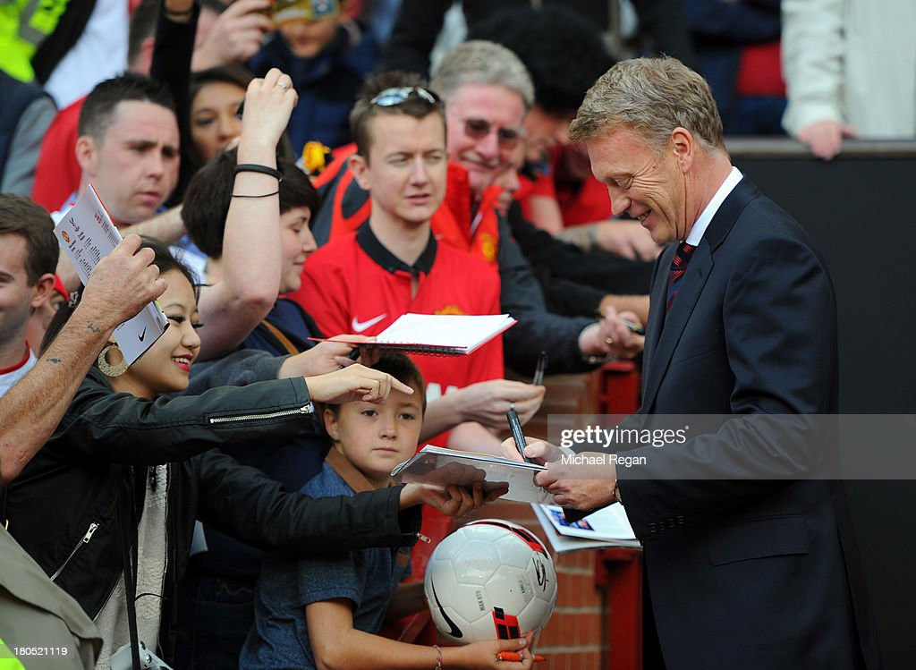 David Moyes manager of Manchester United signs autographs prior to the Barclays Premier League match between Manchester United and Crystal Palace at Old Trafford on September 14, 2013 in Manchester, England.
