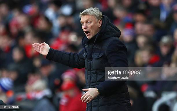 David Moyes Manager of Sunderland gives his team instructions during the Premier League match between Sunderland and Stoke City at Stadium of Light...