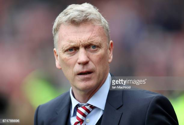 David Moyes Manager of Sunderland looks on prior to the Premier League match between Sunderland and AFC Bournemouth at the Stadium of Light on April...
