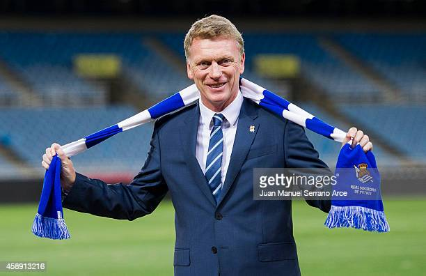 David Moyes poses with a scarf during presented as Real Sociedad's new head coach at Estadio Anoeta on November 13 2014 in San Sebastian Spain
