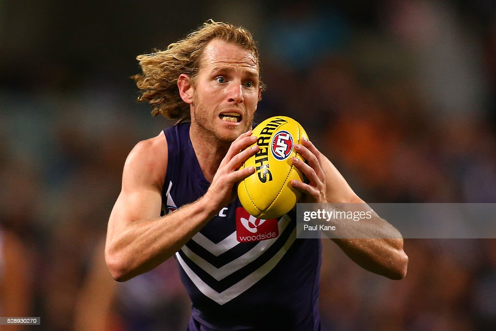 David Mundy of the Dockers looks to pass the ball during the round seven AFL match between the Fremantle Dockers and the Greater Western Sydney Giants at Domain Stadium on May 7, 2016 in Perth, Australia.