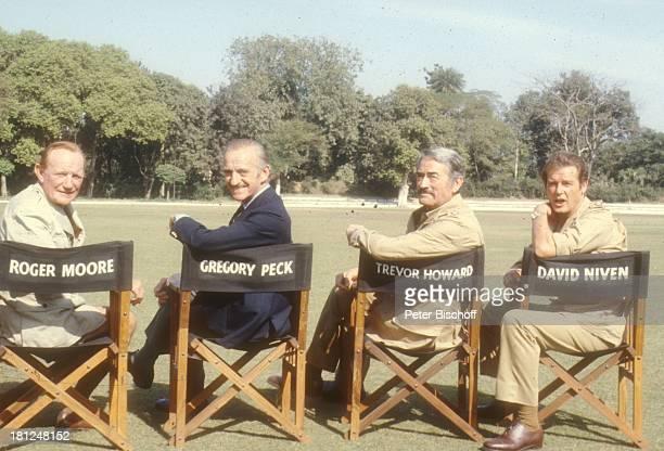 David Niven Trevor Howard Gregory Peck Roger Moore bei den Dreharbeiten zum Film 'Die Seewölfe kommen' Neu Dehli/Indien/Asien Uniform Kostüm...