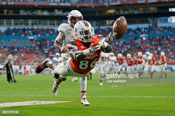 David Njoku is unable to catch the pass for a touchdown thrown by Brad Kaaya of the Miami Hurricanes during second quarter action against the Florida...