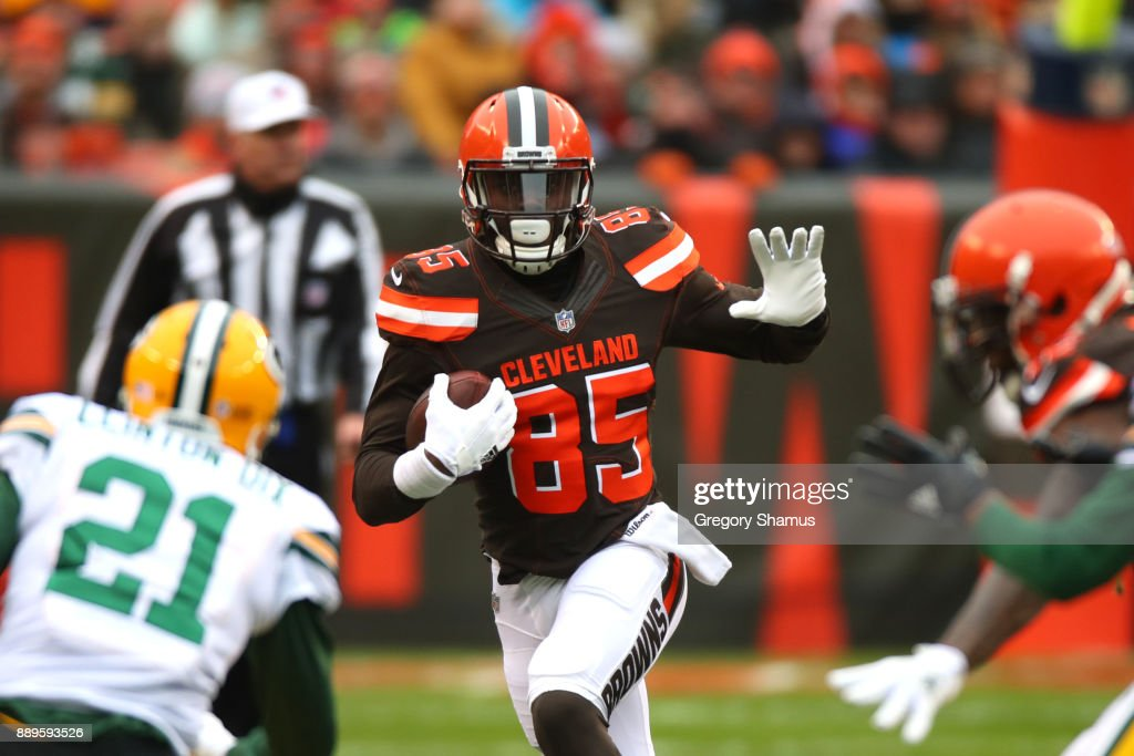 David Njoku #85 of the Cleveland Browns runs the ball in the second quarter against the Green Bay Packers at FirstEnergy Stadium on December 10, 2017 in Cleveland, Ohio.