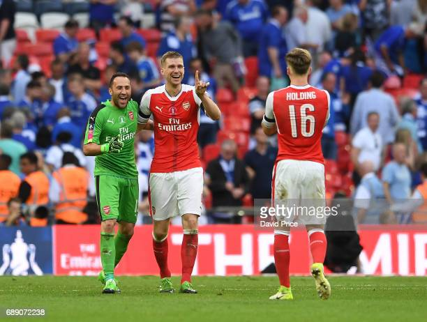David Ospina Per Mertesacker and Rob Holding of Arsenal celebrates after the match between Arsenal and Chelsea at Wembley Stadium on May 27 2017 in...