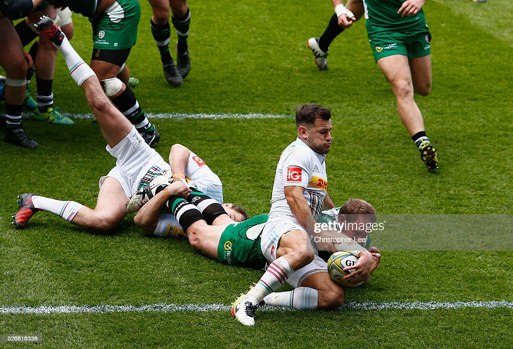 David Paice of Irish scores a try as <a gi-track='captionPersonalityLinkClicked' href=/galleries/search?phrase=Danny+Care&family=editorial&specificpeople=539686 ng-click='$event.stopPropagation()'>Danny Care</a> of Quins tries to stop him during the Aviva Premiership match between London Irish and Harlequins at the Madejski Stadium on 1 May, 2016 in Reading, England.