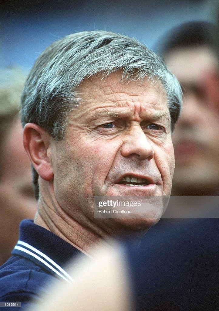 David Parkin, Coach of Carlton addresses his players, in the match between Carlton and Melbourne, during round four of the AFL season, played at the Melbourne Cricket Ground, Melbourne, Australia. Mandatory Credit: Robert Cianflone/ALLSPORT