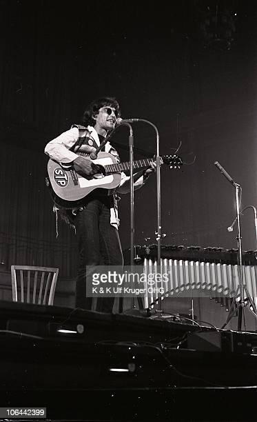 David Peel performs on stage at Essener Songtage in September 1968 in Essen Germany