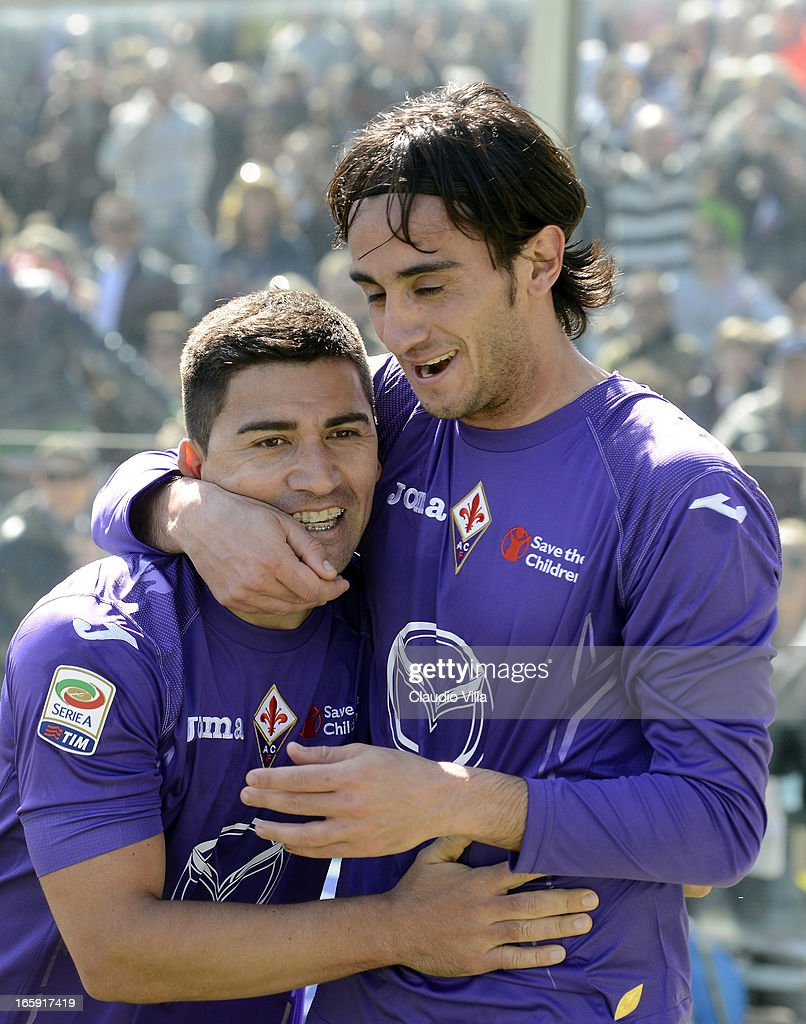 <a gi-track='captionPersonalityLinkClicked' href=/galleries/search?phrase=David+Pizarro&family=editorial&specificpeople=638720 ng-click='$event.stopPropagation()'>David Pizarro</a> of ACF Fiorentina (L) celebrates after scoring his team's second goal from a penalty during the Serie A match between ACF Fiorentina and AC Milan at Stadio Artemio Franchi on April 7, 2013 in Florence, Italy.