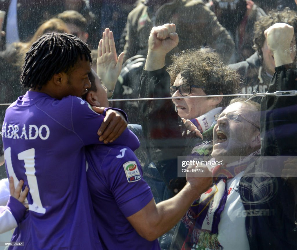 <a gi-track='captionPersonalityLinkClicked' href=/galleries/search?phrase=David+Pizarro&family=editorial&specificpeople=638720 ng-click='$event.stopPropagation()'>David Pizarro</a> of ACF Fiorentina (C) celebrates in front of fans with team-mate Juan Guillermo Cuadrado after scoring their team's second goal ferom a penalty during the Serie A match between ACF Fiorentina and AC Milan at Stadio Artemio Franchi on April 7, 2013 in Florence, Italy.