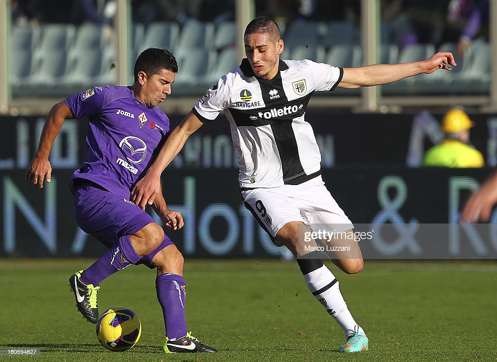 <a gi-track='captionPersonalityLinkClicked' href=/galleries/search?phrase=David+Pizarro&family=editorial&specificpeople=638720 ng-click='$event.stopPropagation()'>David Pizarro</a> of ACF Fiorentina competes for the ball with <a gi-track='captionPersonalityLinkClicked' href=/galleries/search?phrase=Ishak+Belfodil&family=editorial&specificpeople=6175690 ng-click='$event.stopPropagation()'>Ishak Belfodil</a> of Parma FC during the Serie A match between ACF Fiorentina and Parma FC at Stadio Artemio Franchi on February 3, 2013 in Florence, Italy.