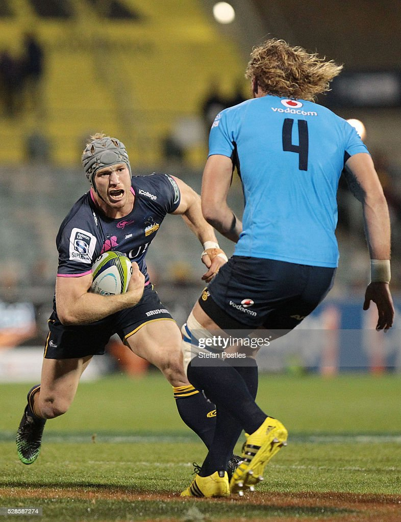 <a gi-track='captionPersonalityLinkClicked' href=/galleries/search?phrase=David+Pocock&family=editorial&specificpeople=636603 ng-click='$event.stopPropagation()'>David Pocock</a> of the Brumbies runs the ball during the round 11 Super Rugby match between the Brumbies and the Bulls at GIO Stadium on May 6, 2016 in Canberra, Australia.