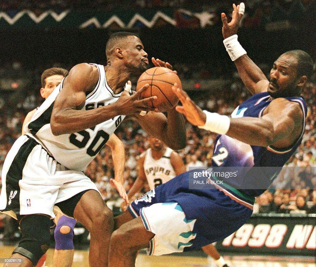 David Robinson of the San Antonio Spurs L knocks