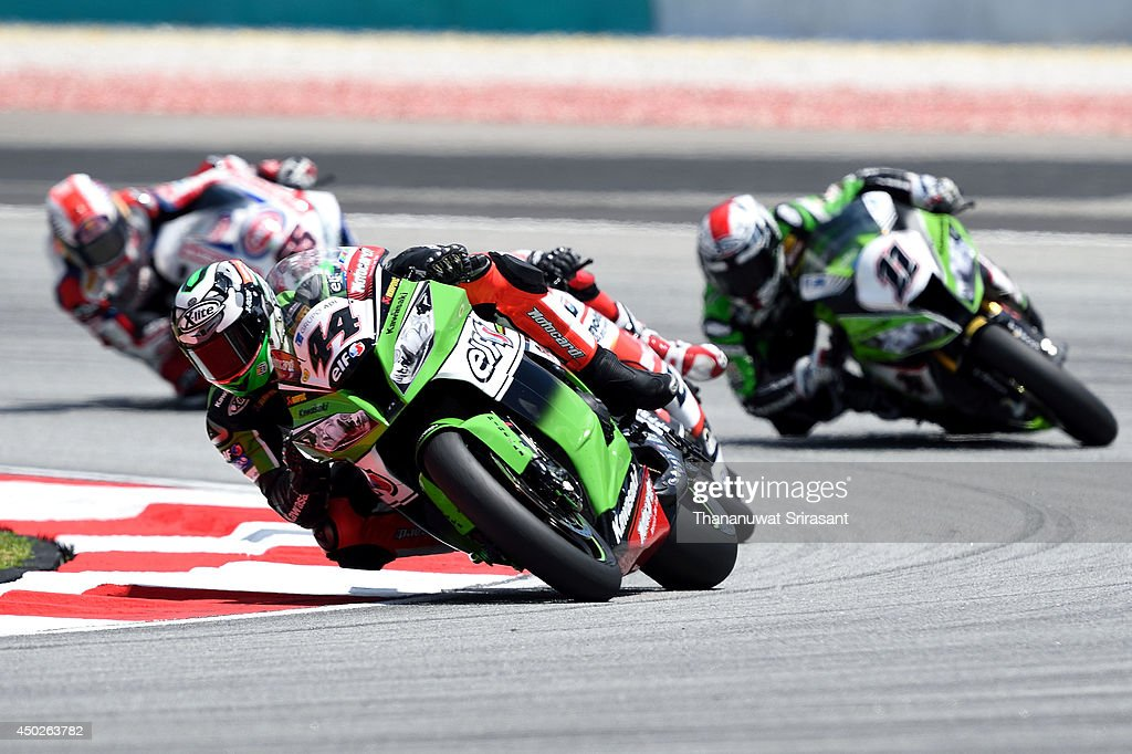 David Salom of Spain No.44 and KAWASAKI RACING TEAM with Kawasaki ZX-10R competes during the first race of round six FIM Superbike World Championship at Sepang Circuit on June 8, 2014 in Kuala Lumpur, Malaysia.