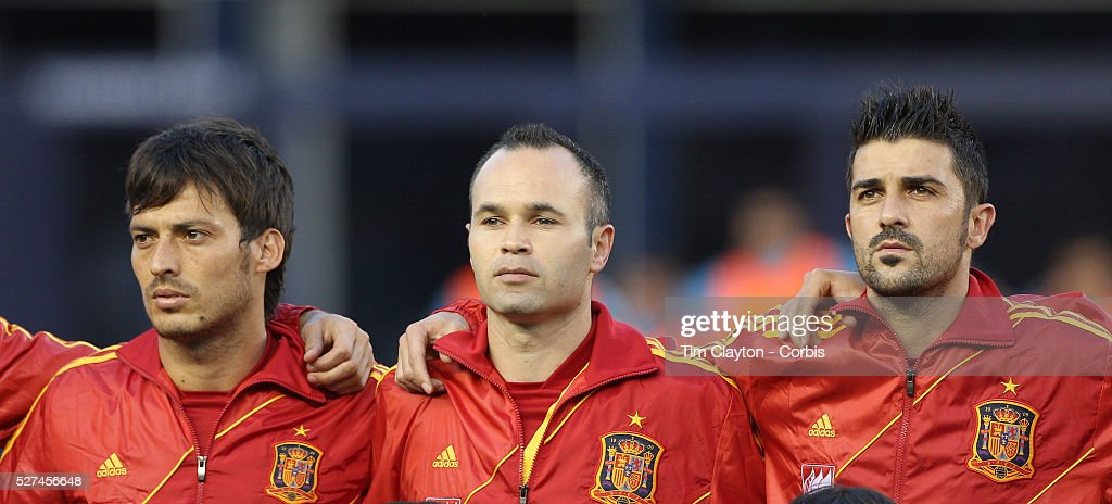 Hilo de la selección de España David-silva-andres-iniesta-and-david-villa-spain-during-the-national-picture-id527456648
