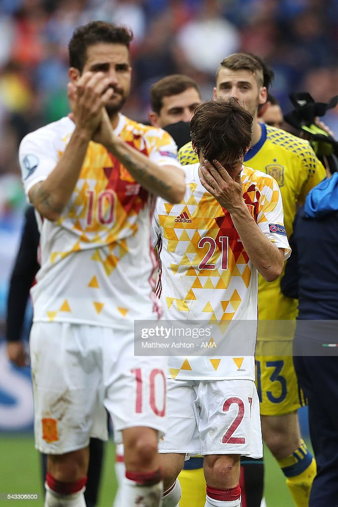 <a gi-track='captionPersonalityLinkClicked' href=/galleries/search?phrase=David+Silva&family=editorial&specificpeople=675795 ng-click='$event.stopPropagation()'>David Silva</a> of Spain looks dejected at the end of the UEFA Euro 2016 Round of 16 match between Italy and Spain at Stade de France on June 27, 2016 in Paris, France.