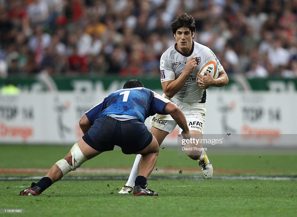 <a gi-track='captionPersonalityLinkClicked' href=/galleries/search?phrase=David+Skrela&family=editorial&specificpeople=596534 ng-click='$event.stopPropagation()'>David Skrela</a> of Toulouse is tackled by Juan Guillermo Figallo during the French Top 14 Final between Montpellier and Toulouse at Stade de France on June 4, 2011 in Paris, France.