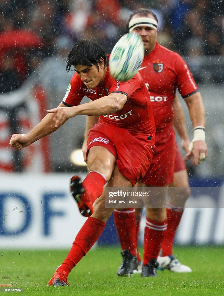 <a gi-track='captionPersonalityLinkClicked' href=/galleries/search?phrase=David+Skrela&family=editorial&specificpeople=596534 ng-click='$event.stopPropagation()'>David Skrela</a> of Toulouse kicks a penalty during the Heineken Cup Pool 6 match between Stade Toulouse and London Wasps at the Stade Municipal on October 10, 2010 in Toulouse, France.