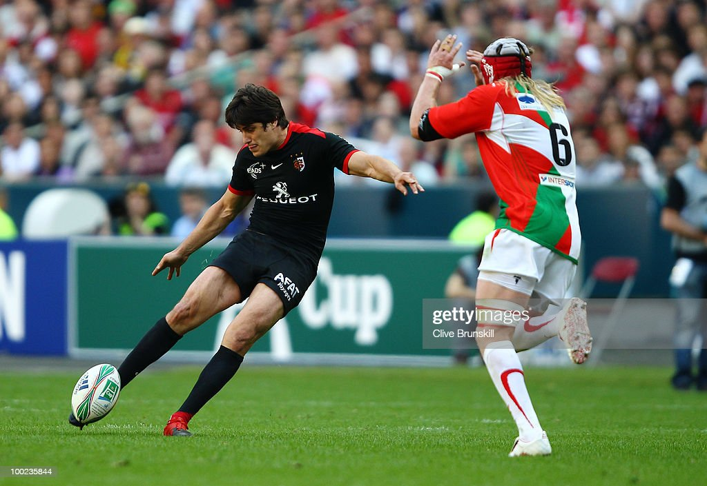 <a gi-track='captionPersonalityLinkClicked' href=/galleries/search?phrase=David+Skrela&family=editorial&specificpeople=596534 ng-click='$event.stopPropagation()'>David Skrela</a> of Toulouse makes a drop goal during the Heineken Cup Final at Stade France on May 22, 2010 in Paris, France.